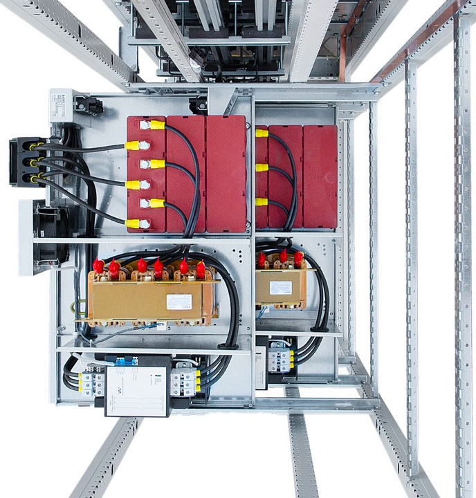 Bateria kondensatorów Zvar z otwartą obudową