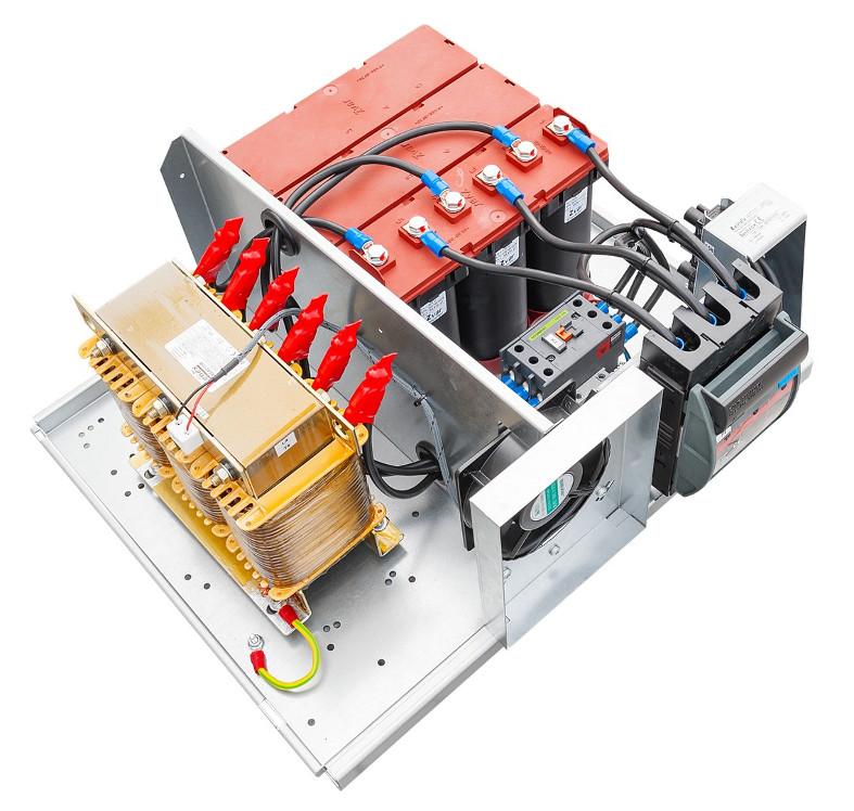 Bateria kondensatorów Zvar bez obudowy od góry.